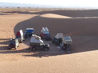 Der Erg Chegaga in Marokko mit  Geländewagen durchquert